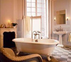 Parisian bathroom with Volevatch taps