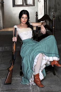 Western girl with a rifle Western Girl, Western Photo, Beautiful People, Beautiful Women, Le Far West, Belle Photo, Country Girls, Southern Girls, White Photography