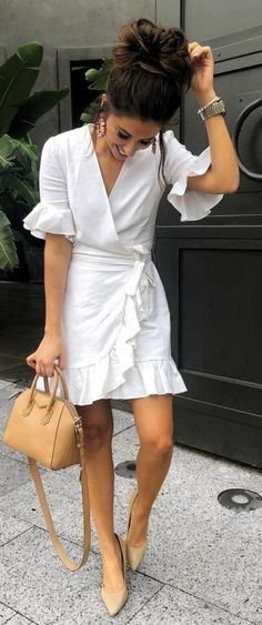 Nice 37 Look Good Casual Chic Spring Outfits - moda Classy Outfit, Classy Casual, Classy Chic, Look Casual Chic, White Dress Casual, White Wrap Dress, Preppy Casual, Classy Ideas, Edgy Chic