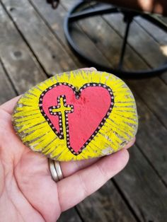 Heart Painting, Pebble Painting, Pebble Art, Stone Painting, Seashell Painting, Hand Painted Crosses, Hand Painted Rocks, Rock Painting Ideas Easy, Rock Painting Designs