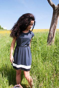 Entdecke lässige und festliche Kleider: Sommerkleid Miss Pünktchen made by yatra-design via DaWanda.com