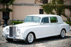 1962 Rolls-Royce Phantom V Limousine.Couz got married in one of these! Vintage cars just have more character! Voiture Rolls Royce, Rolls Royce Limousine, Rolls Royce Cars, Retro Cars, Vintage Cars, Antique Cars, Bentley Continental Gt Speed, Bentley Rolls Royce, Vintage Rolls Royce