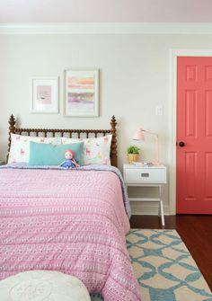 girls bedroom pink patterned bedding