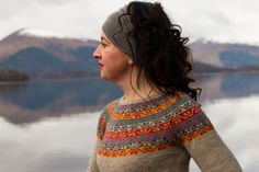 Inspired by a beautiful Kashmir shawl at Gawthorpe Hall, this yoke sweater with matching, separate gauntlets celebrates the life and work of Rachel Kay Shuttleworth, who founded a wonderful textile collection for future generations to enjoy. Fair Isle Knitting, Hand Knitting, Knitting Sweaters, Icelandic Sweaters, Fair Isle Pattern, How To Purl Knit, Knitting Designs, Knitting Ideas, Ravelry