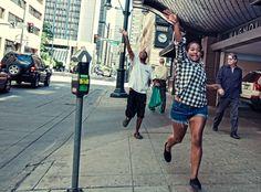 straatfotografie-street-photography-denver-colorado-catch-bus-late.jpg (1400×1034)