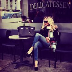 LoLoBu - Women look, Fashion and Style Ideas and Inspiration, Dress and Skirt Look Fashion Mode, Look Fashion, Denim Fashion, Womens Fashion, Fall Fashion, Fashion Hair, Street Fashion, Fashion Outfits, Fashion Black