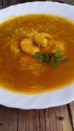 Esta rica sopa la podemos hacer con gambas o langostinos,yo he utilizado unos langostinos de estas fiestas... Es una receta fácil y riquisi... Thai Red Curry, Ethnic Recipes, Food, Soup Recipes, Fiestas, Meals, Essen, Yemek, Eten