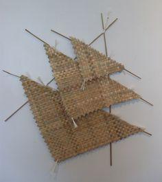 harakeke flowers - Google Search Dragon Kite, Teaching Displays, Flax Weaving, International Craft, Maori Designs, Nz Art, Maori Art, Kiwiana, Paper Roses