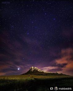 Určite aj táto naša dominanta bude v top10  #praveslovenske od @makbedrik .......... #slovensko #slovakia #spis #spisskyhrad #spisskepodhradie #hrad #castle #spiscastle #history #historical #landscape #night #nightsky #stars #moon