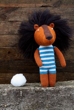 Snow and Bonifacio. Crochet lion.    www.bocozooly.blogspot.com