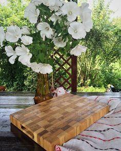 WEBSTA @ adirondack.com.ru - Натюрморт с торцевой разделочной доской. Доски из дуба. Идеальная доска для любителей готовить. Не тупит ваши ножи. Украшает ваш интерьер. #кухня #торцеваяразделочнаядоска#аксессуарыдлякухни#ручнаяработа#готовимдома#шефповар#букет#лето #oak#chef#stillife