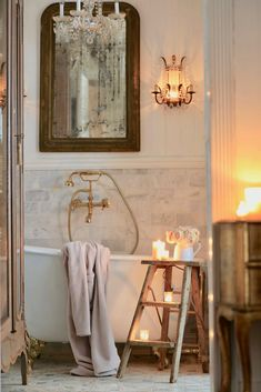 Inspiration- a Vintage Step Ladder in the bathroom - French Country Cottage French Country Bedrooms, French Country Living Room, French Country Cottage, French Country Style, French Country Decorating, Country Kitchen, Country Cottage Bedroom, Welsh Country, Country Blue