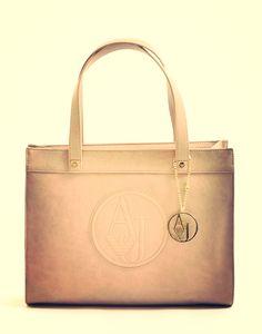 27X34,5X11,5 cm,X43 cm. Armani, le misure della perfezione http://www.marsilistore.it/borse/donna/shopping-bag-piccola-con-patch-logo.html #bags #borse #crazyforbags #grandibrand