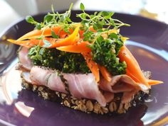 Nordic Diet: Smørrebrød med rullepølse fra Kähler Coffee and Fo. Nordic Diet, Lunches And Dinners, Meals, Pesto Sandwich, Open Faced Sandwich, Brunch, Danish Food, Danishes, Eat Smart