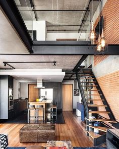 Loft evidencia a beleza do tijolinho e do concreto aparente loft shows the beauty of the brick and the apparent concrete, wood decoration home decor living rooms Loft Design, Design Case, House Design, Style At Home, Loft Stil, Loft Interiors, Urban Loft, Soho House, Industrial House