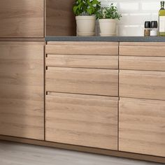 Wooden Kitchen Cabinets, Kitchen Cabinet Handles, Laundry Room Inspiration, Ikea Family, Scandinavian Kitchen, Drawer Fronts, Particle Board, Home Remodeling, Kitchen Design