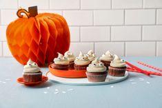 Spøkelsesmuffins - Baking for alle Mini Cupcakes, Frosting, Baking, Desserts, Food, Tailgate Desserts, Deserts, Bakken, Meals