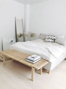 Looking For Some Ideas To Design Your Bedroom To Be Simple But Comfortable? Dream Bedroom, Home Bedroom, Bedroom Decor, Bedrooms, Calm Bedroom, Bedroom Storage, Bedroom Inspo, Minimalist Bedroom, Minimalist Home