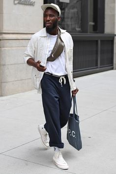 Look with super high waist pack great composition this accessory … – Men Styles Best Mens Fashion, Boy Fashion, Fashion Outfits, Street Fashion, Mode Streetwear, Streetwear Fashion, Style Casual, Casual Outfits, Looks Style