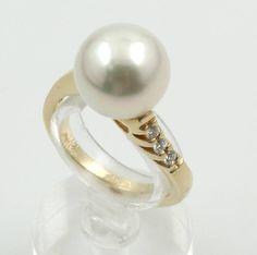 Ring mit Südseezuchtperle und Brillanten, GG585/000, weiße Perle D. ca. 11.4 mm, 3 Brill. zus. ca. 0.09 ct Weiß/si, RW ca. 53, Schätz- preis EUR 1600.-  ehemaliger Verkaufspreis 890,- €  jetzt 715,- €