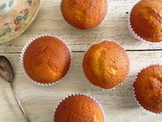 Want to make a quick and simple snack for your friends or for your family? Prepare these delicious orange muffins, they are fluffy, have excellent. Orange Muffins, Raspberry Muffins, Dessert Sauces, Desserts, How To Make Orange, Homemade Muffins, Cinnamon Muffins, Chocolate Muffins, Chocolate Orange
