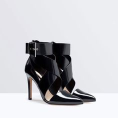 """HOST PICKZara high heel Strappy with buckle New with tag. EUR size 38 U.S 7.5 Height 4.23"""" Upper 100% polyurethane Lining 80% polyurethane 20% polyester Sole 100% Vulcanized Zara Shoes"""