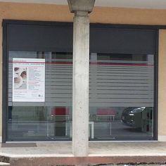 Nuova decorazione. #vetrofanie #vetrina #vetrine #sabbiato #vinile #prespaziato… Nuova decorazione. #vetrofanie #vetrina #vetrine #sabbiato #vinile #prespaziato #satinato #decalcomanie #privacy #slogan #adesivo #adesivi #picoftheday #personalizzate #interno #esterno #interiordesigner #vinyl #effettosabbiato