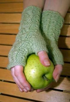 Ulla 02/06 - Ohjeet - Haruha Knit Mittens, Knitting Socks, Knit Socks, Knitting Ideas, Fingerless Gloves, Arm Warmers, Back To School, Needlework, Diy Ideas