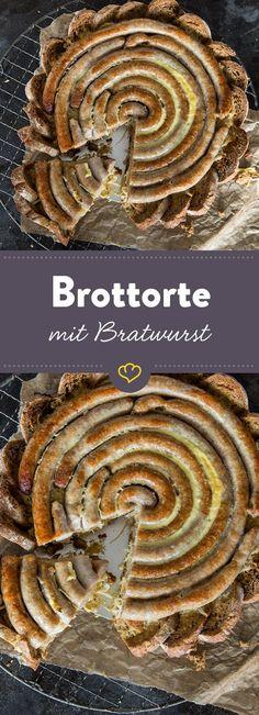 Dein Fingerfood für die nächste Party ist gesichert - auf einem Bett aus Sauerbrotscheiben kommen Bratwurst und Sauerkraut als deftige Torte daher.
