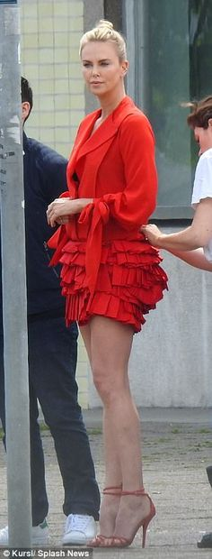Charlize Theron, TACONES de 15cm.