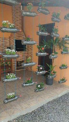 Garden Crafts, Garden Projects, Diy Projects, Diy Crafts, Jardin Luxuriant, Diy Plastic Bottle, Recycled Plastic Bottles, Bottle Garden, Bottle Plant