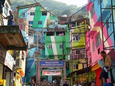Jeroen Koolhaas and Dre Urhahn of Haas had a vision to inspire the favelas of Rio de Janeiro. Among other murals they painted the facades of 34 dwellings in the Brazilian shantytown of Santa Marta with a view to painting entire favelas. Palm City, Urban Intervention, School Murals, Dutch Artists, Slums, Architecture Plan, Vacation Places, Color Of Life, The Neighbourhood