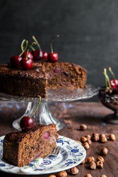 шоколадно-ореховый пирог с вишней
