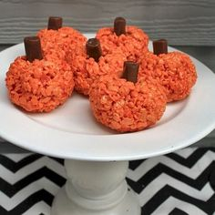 Rice Cereal and Marshmallow Treat Pumpkins #ricecrispies #treat #marshmallow #pumpkin #fall #halloween #dessert #recipe