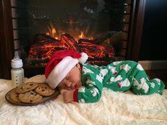 Sleepy Christmas baby waiting for Santa to arrive ❤️ newborn photography idea! Newborn Baby Photos, Newborn Pictures, Baby Boy Newborn, Newborn Christmas Pictures, Baby Boy Pictures, Christmas Baby, Christmas Pics, Xmas, Foto Baby