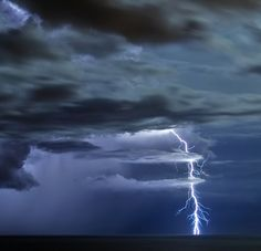 lightning http://www.noupe.com/photography/the-beauty-of-lightning-photography-a-bolt-from-the-blue.html