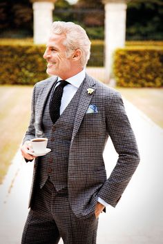 A brown plaid blazer looks so classy when paired with brown plaid dress pants. Suit Up, Suit And Tie, Looks Cool, Men Looks, Look Fashion, Mens Fashion, Fashion Suits, Mein Style, Three Piece Suit