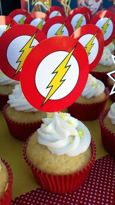The Flash Logo Cupcakes 11th Birthday, 6th Birthday Parties, Birthday Party Decorations, Birthday Ideas, Comic Party, Happy B Day, Superhero Party, The Flash, First Birthdays