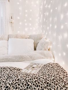 Minimalistisches Innendesign – Dekor ideen You can get a large living room with small hall decorating ideas. If you have a hall with a small square meter, your decoratio Cute Bedroom Ideas, Cute Room Decor, Room Ideas Bedroom, Bedroom Inspo, Bed Room, Bedroom Decor Teen, Diy Bedroom, Teen Bedroom Inspiration, Teen Girl Decor