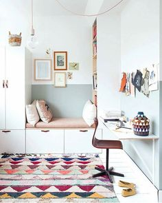 Kids Workspace👱👦 Inspo and Image Regram thanks to @holly_avenuelifestyle based in the Netherlands as seen on @insideoutmag 💗💗💗 A beautiful new room and workspace for daughter Lola created by Stylist and Design Studio @holly_avenuelifestyle. Such gorgeous styling and pretty colours used here. We love the reading and workspace nooks too....this proves you don't need a large space to create beautiful, cosy spaces.🙌 Thanks @holly_avenuelifestyle we love your kids workspace style.💗💗💗