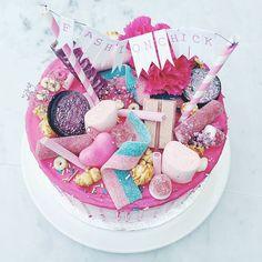 It's a wrap! De opnames van seizoen 2 zitten er op. Tijd voor roze taart en glitter champagne!  #wrapparty #fashionchick #elkedageenlook #pinkpie #cakeparty #net5 #fashionstylist #lifeofpieamsterdam