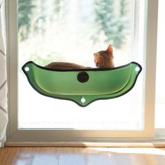The ingenious EZ Mount Window Bed attaches to virtually any window in seconds utilizing our proven suction cup mounting system. Completely open at the top, this half pod design gives cats easy access