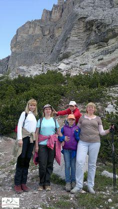 """Julho 2013 - A nossa trip designer Anna com nossos clientes, a família de Inna de Moscou - no """"Sasso dei Dinosauri"""" nas Dolomitas de Belluno.  #dolomitas #italia #passeios #viajar #turismo #roteiros"""