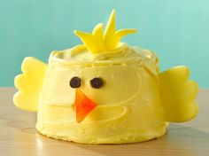 These cute chick cupcakes will wow the kids at your spring party.
