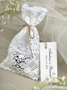 White lace Wedding Favor Bag ,Lace Rustic Wedding Favor, Lace and twine Favor Bags, Custom Tag