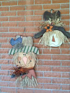 my scarecrows Mehr Fall Wood Crafts, Halloween Wood Crafts, Autumn Crafts, Thanksgiving Crafts, Fall Halloween, Holiday Crafts, Halloween Decorations, Wood Scarecrow, Scarecrow Face