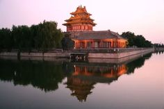 China Rundreisen - Jetzt Urlaub buchen!  Tai Pan In China, Peking, Mansions, House Styles, Vacation Package Deals, Wonders Of The World, Temples, Places To Travel, Mansion Houses