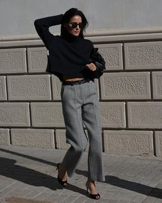 Modern classic workwear for fall 2020.  Cropped black turtleneck, cropped wideleg grey pants, black pumps Business Attire, Business Fashion, Office Fashion, Work Fashion, Interview Style, Vogue, Work Chic, Black Turtleneck, Fall Winter Outfits