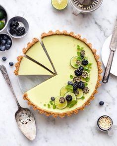 Vegan key lime pie Mixed berry summer tart with crust. Vegan Desserts, Just Desserts, Plated Desserts, Vegan Food, Tart Recipes, Dessert Recipes, Free Recipes, Jelly Recipes, Chocolate Ganache Tart