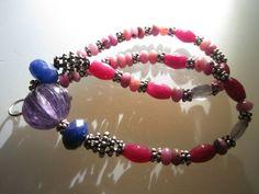 Collier composé de perles rubin, argent, lapis Lazuli et perle centrale en verre mauve forme melon.  ANEHO Création  a-neho.com Lapis Lazuli, Mauve, Creations, Beaded Bracelets, Jewelry, Fashion, Beads, Shape, Necklaces